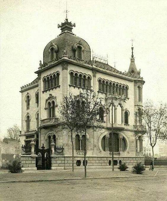 Casa Pérez Samanillo Diagonal. Barcelona. Catalonia: