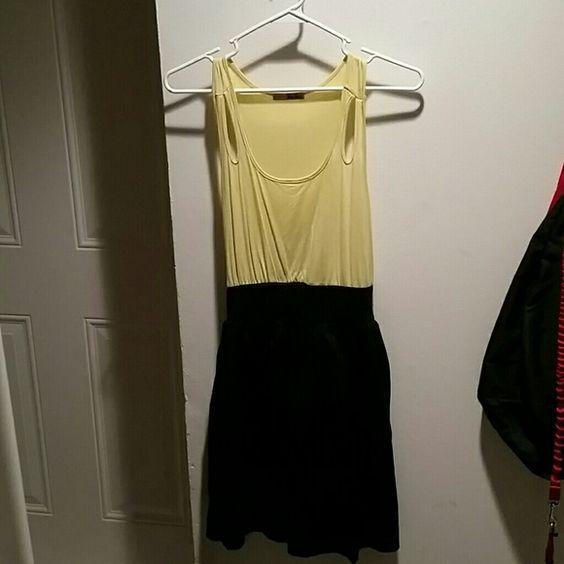 Black and yellow dress Slightly worn, but has lots of life still. Sz med. BeBop Dresses Midi