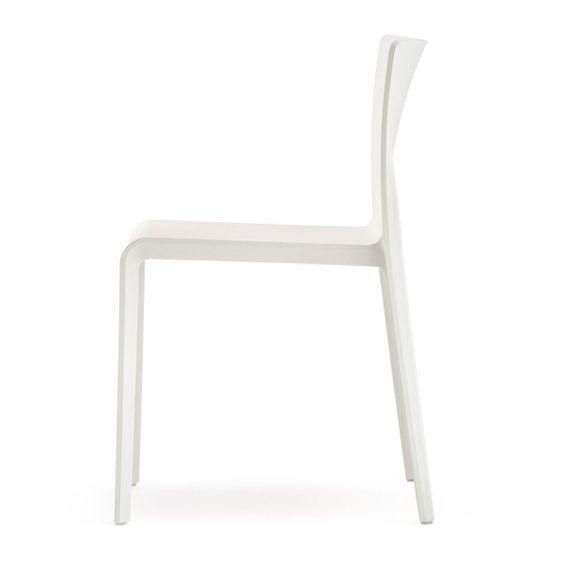 Chaise design pas cher contemporain Volt 670  http://www.homelisty.com/chaise-design-pas-cher/