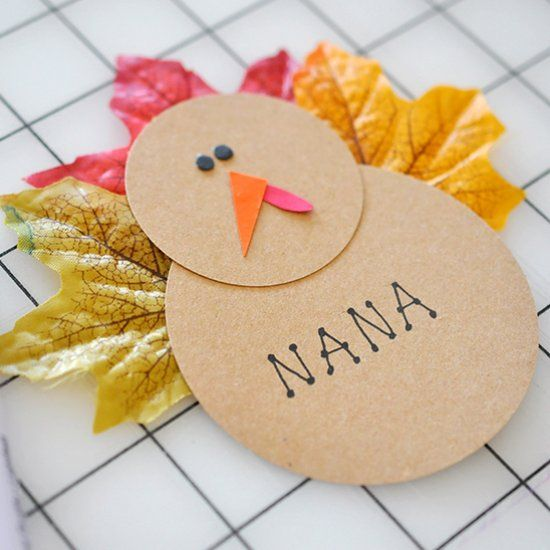 Quick and cute Turkey Place Cards for your Thanksgiving table.