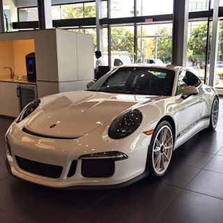 The first 911 R for Beverly Hills Porsche in Los Angeles, chassis #601 /991, has been delivered! The first White example I have seen with only the side decals in Black and no hood stripes. Your thoughts? 📸: @damon_jones   Follow @club911r for the latest on the newest Porsche 911 R's. Club911R is the first and most complete registry of Porsche 911 R's. If you have any info on a 911 R, please contact via DM. Online registry to launch soon.