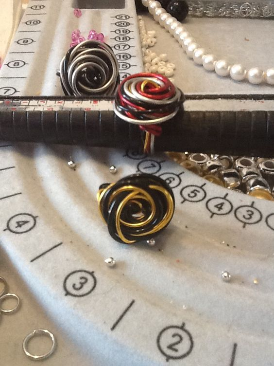 Handmade wire wrapped into a beautiful rose Colors varies just ask comes in (s) (m) (l)(Xl)