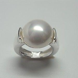 Sortija de plata de primera ley con perla shell de 1,4 cm de diametro
