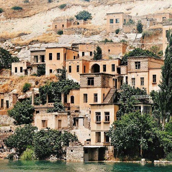 Old Halfeti, Turkey.                                 Cittaslow-Yavaş Şehirler