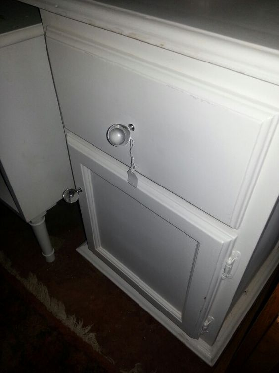 Hey Judes vamps up Bedside Pedastals. We paint Frenchy White and add bling knobs and keep the price around R750!