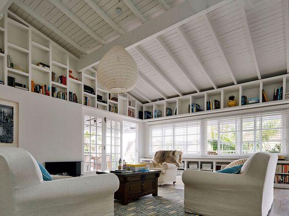 schones symmetrische einrichtung fuer gelungenes wohndesign optimale abbild der eafdceaceba house on stilts beach house plans