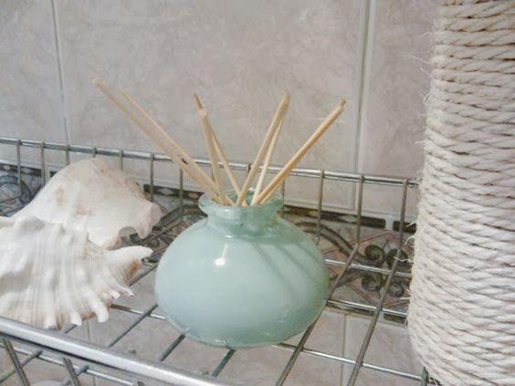 Dica de poupança na decoração - jarras pequenas e aproveitamento de uma moldura