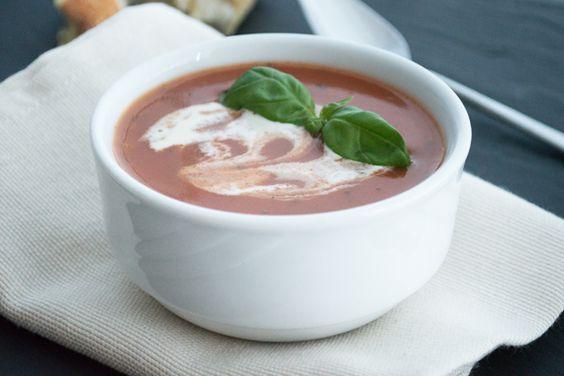 Diese leckere, erfrischende Suppe hat eine bestechend frische Farbe und wird aus vollreifen Tomaten hergestellt.