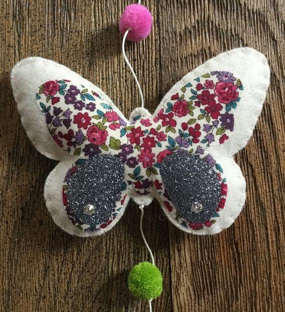 guirlande d corative papillons en feutrine tissu. Black Bedroom Furniture Sets. Home Design Ideas