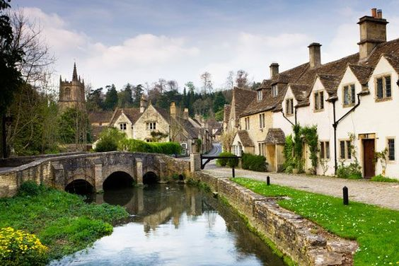 15 Perfect Fall Trips To Take — Without Using Vacation Days #refinery29  http://www.refinery29.com/2016/09/121917/fall-weekend-trips#slide-15  Cotswolds, U.K. London's chicest inhabitants head to the Cotswolds in the summer and fall, only a short train ride away from the city. The countryside region has several small towns to explore, including celebrity favorite Chipping Norton and quaint Hook Norton. Your best bet is to rent a car so you can drive through the rolling green hills and visit…