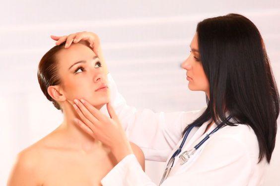 Dicas de como tratar e cuidar da pele oleosa