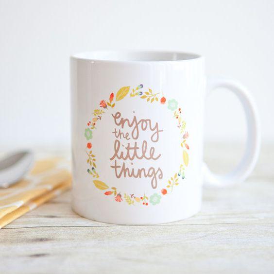 Apprécier les petites choses | Citation inspirante tasse | Mug à café unique | Déclaration Mug | Cadeau pour les amateurs de café | Main lettrage Mug: