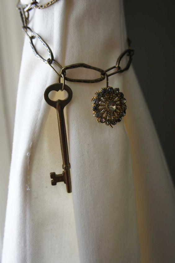 Chain key and pin curtain tieback
