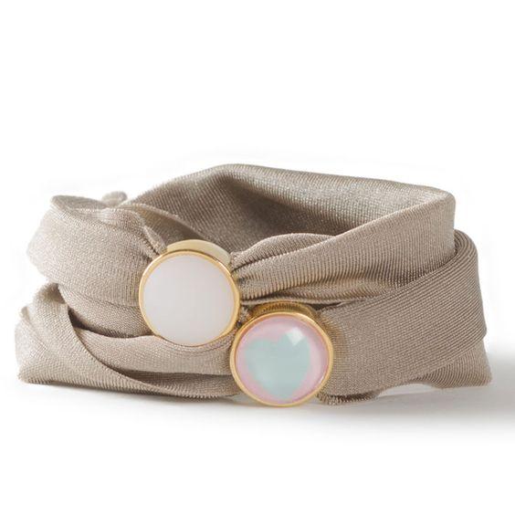 Armband aus elastischem Lycraband Schiebeperlen und Cabochons.