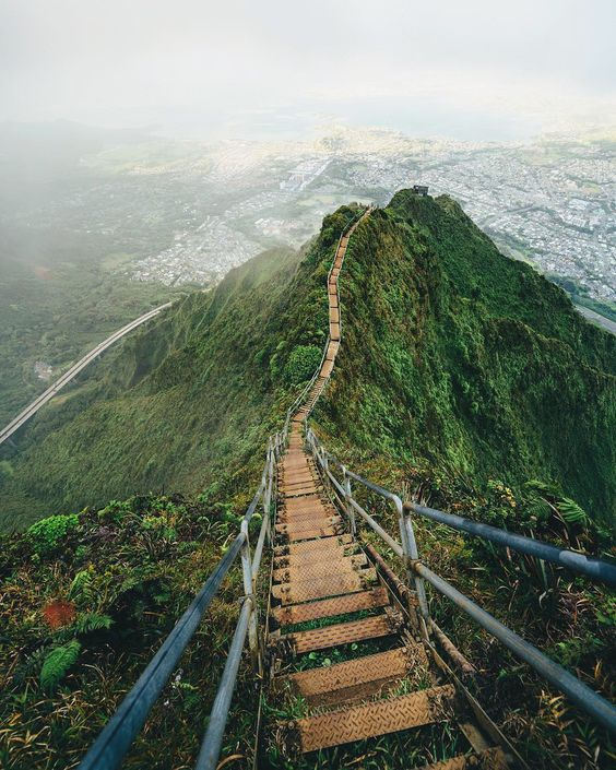the haiku stairs in oahu, hawaii