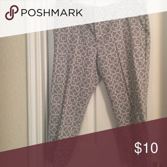 Worthing Capri Pants Grey and white capris with an abstract design. Worthington Pants Capris