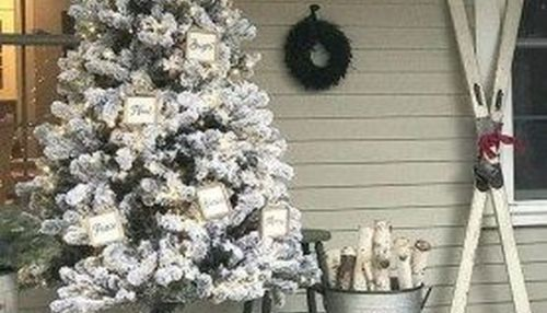 32 Amazing Christmas Porch Decorating Ideas To Make Your Outdoor More Beautiful Searchomee Front Porch Decorating Winter Decor Porch Decorating