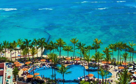 Sheraton Waikiki Pool & Waikiki Beach of Oahu Hawaii