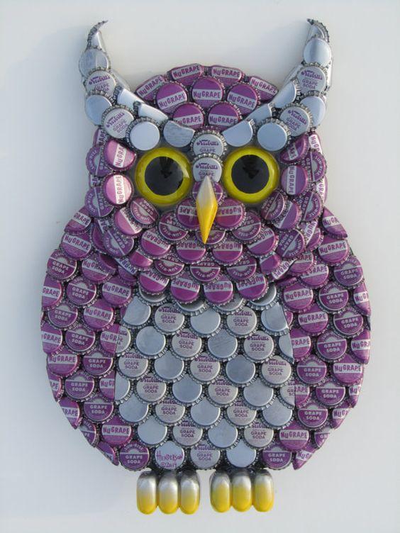 Art métal par Eric HENDERSON, créateur  d'objets façonnés main, avec des capsules de bouteilles, résine et bois.