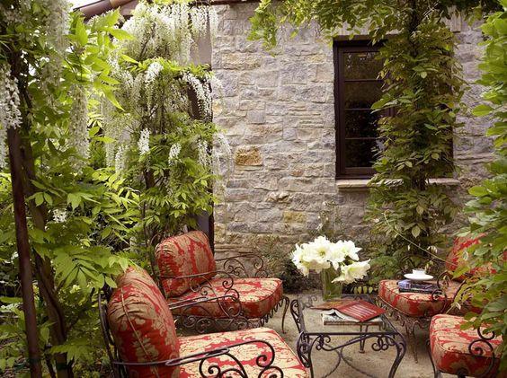 Am nagement terrasse de styles et inspirations diff rents pour r aliser un vrai coin de d tente - Mobilier jardin rouge besancon ...
