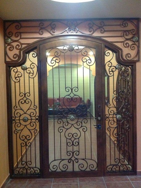 puerta en madera con hierro forjado decoraci n de casa