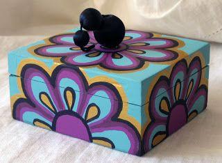 Menchu gamero cajas pintadas a mano se pintan por for Cajas pintadas a mano