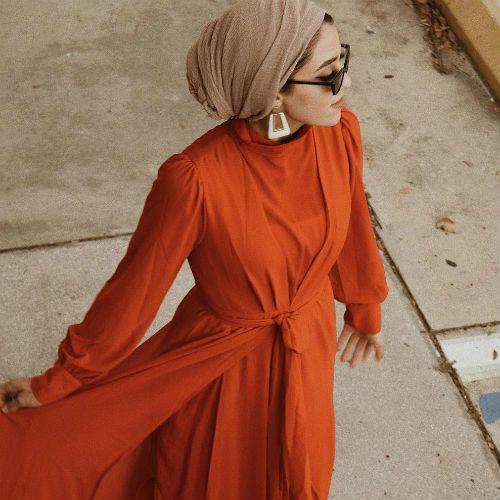 كيف تنسقين خامة الحجاب مع ملابسك لإطلالة أنيقة وجذابة Hijab Fashion Fashion Wrap Dress