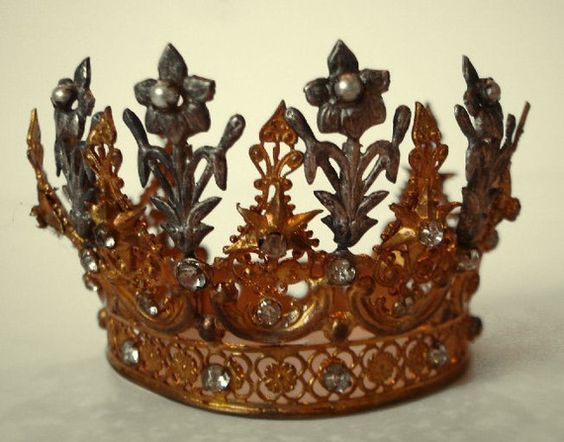 Fleurs and Flowers French Crown
