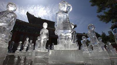 Greenpeace a placé au temple de la terre de Pékin une centaine de sculptures représentant des enfants et réalisées en glace; l'eau qui a servi à produire la glace provient de l'eau de fonte récoltée aux sources des fleuves Yangtze, Yellow et Gange. Cent enfants pour symboliser les cent jours qui nous séparent du sommet du climat de Copenhague.