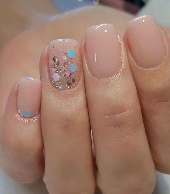 Mix glitter and blush nails