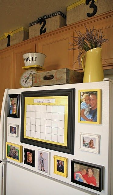 photo and calendar magnets on fridge (also love all the decor)