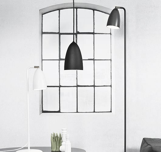 Diese einfache Stehleuchte aus Metall eignet sich für Innen und Außen. Hier entdecken und shoppen: http://sturbock.me/ogj
