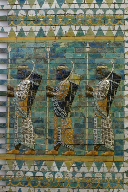 Berlin, Pergamonmuseum, Bogenschützenfries des Dareios-Palastes in Susa, Iran (Archers' frieze from Dareius' Palace at Susa, Iran)