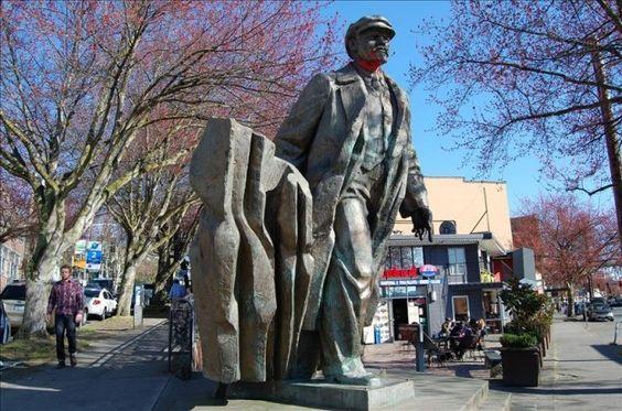 Un gigantesco Lenin de 5 metros se erige en el corazón de Estados Unidos