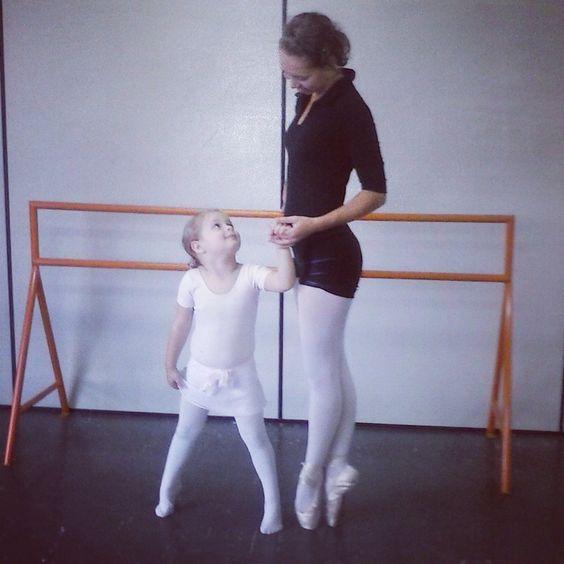 Baby Ballet Class IDAG , profª Anna Valentim com a Maria Fernanda Santos. Amor na Ponta dos pés!