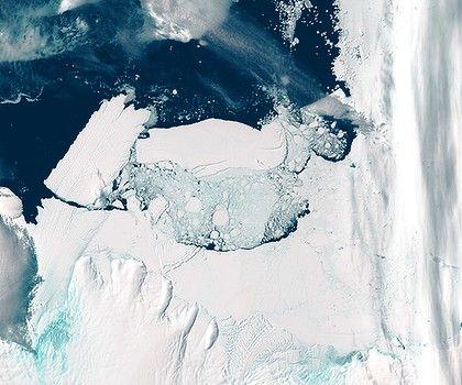 The Mertz Glacier tongue breaks off in the Australian Antarctic Territory.