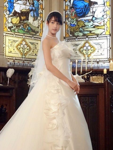 ウェディングドレスの山本美月