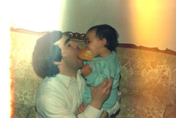 Porque mi padre es mucho padre. :)     Septiembre de 1988