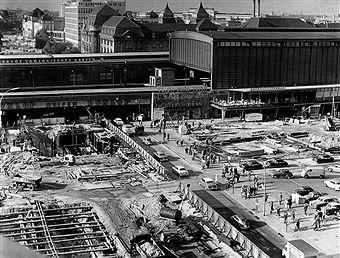 Elegant  Bauarbeiten fuer die U Bahn am Bahnhof Zoologischer Garten