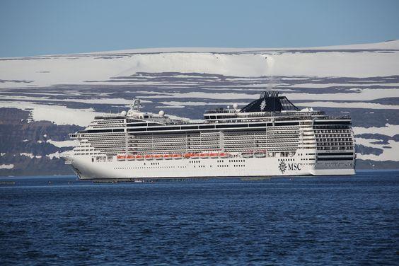 MSC Splendida kom tvisvar, en stærra skemmtiferðaskip hefur ekki komið til Ísafjarðar. 8726 farþegar komu með í þessar tvær ferðir, en 2.500 manns búa á Ísafirði.  25.8. 2015, www.nco.is NCO eCommerce, www.netkaup.is: