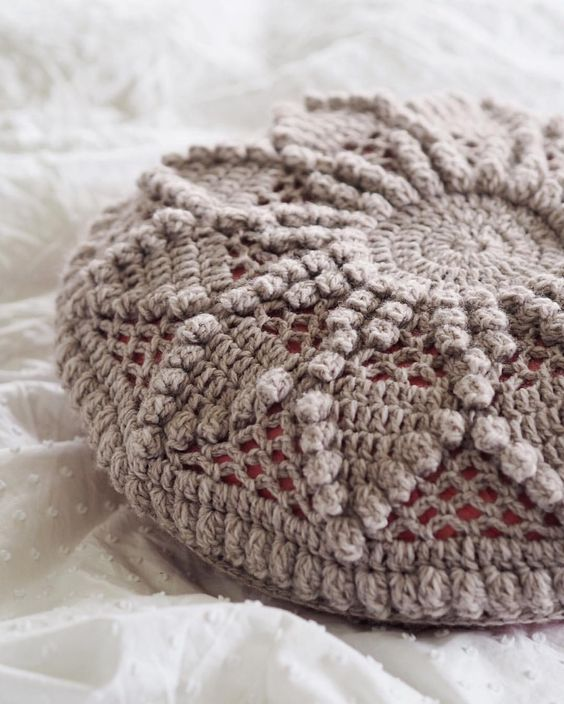 Vintage, Crochet cushions and Cushions on Pinterest