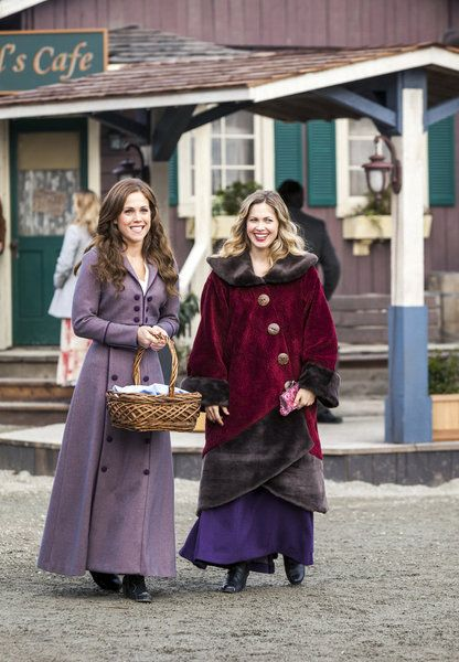 Elizabeth and Rosemary... why are they smilimg TOGETHER??!!! #WCTH #Hearties