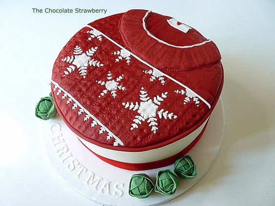 #FondantFriday - Christmas Jumper Cake • CakeJournal.com