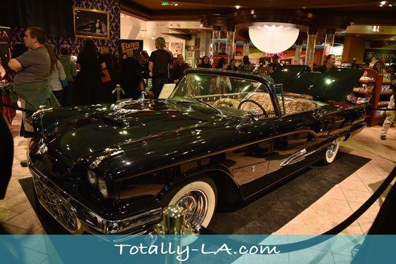 Elvira's Macabre Mobile - '58 Ford T-Bird Convertible Coupé / Monogram, 1:24 Eb41220cfb4ffbc4a87704fc6e71578d