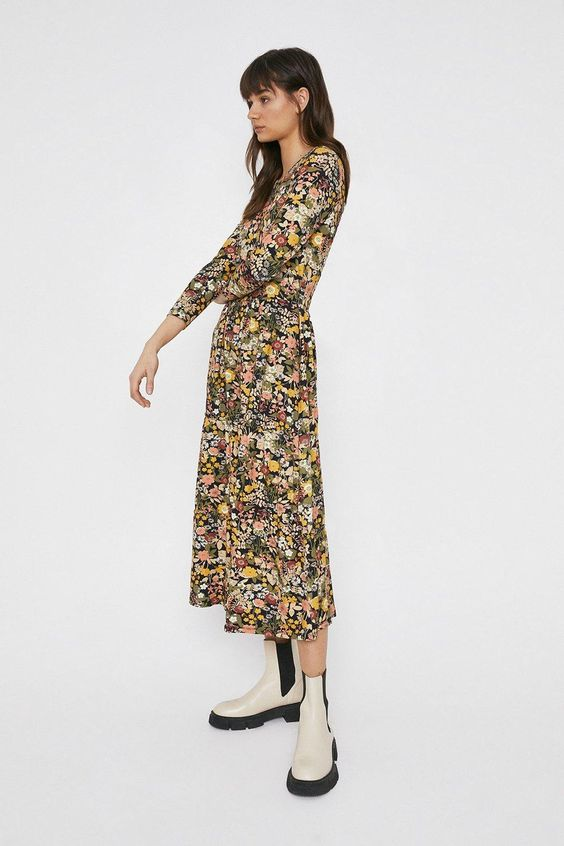 Printed Crew Neck Tiered Dress https://www.warehousefashion.com/printed-crew-neck-tiered-dress/AWW00313.html Product code: AWW00313