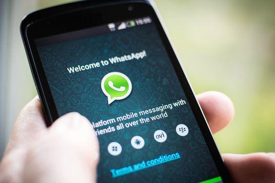 .@franzrusso Con l'ultimo aggiornamento per iOS e Android, WhatsApp permette la condivisione di documenti, per ora solo informato PDF