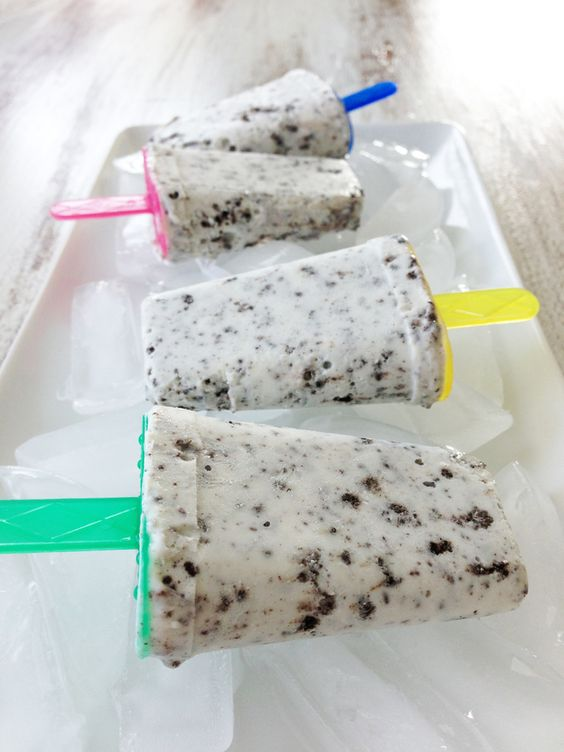 Skinny Cookies & Cream Popsicles — The Skinny Fork -- Looks soo good. Making these during this hot summer for sure