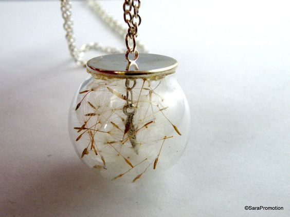 Silberkette Pusteblume in Glaskugel  von Sara´s Charms auf DaWanda.com