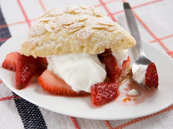 Easy Strawberry Shortcakes #MyPlate #Fruits