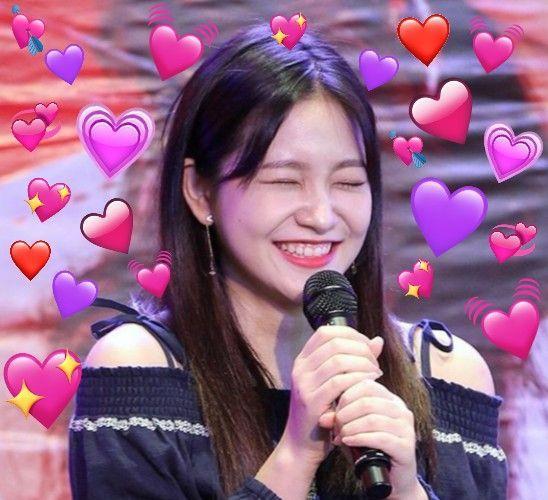 Yeri Red Velvet Kpop Heart Meme Love With Images Heart Meme